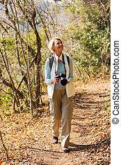 女, dslr, ハイキング, カメラ, 森林, シニア