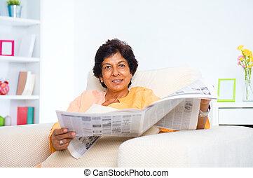女, indian, ペーパー, 成長した, ニュース, 読書