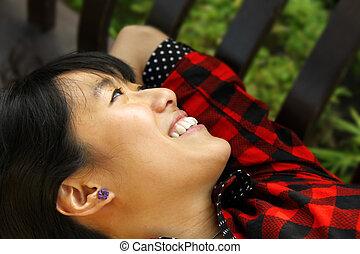 妇女微笑, 亚洲人