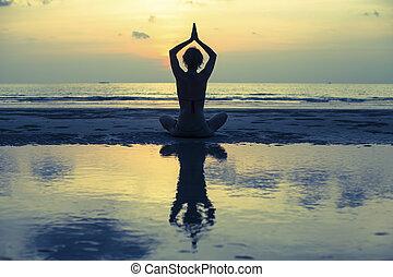 妇女, 侧面影象, 反映, 莲, 考虑, 海滩。, fitness., water., 瑜伽姿态