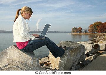 妇女, 公园, 计算机