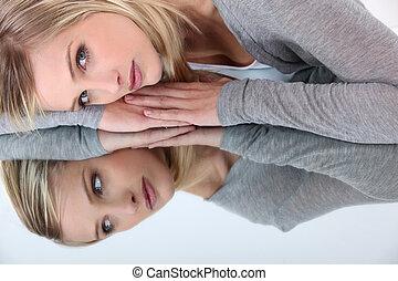 妇女, 反映, 镜子