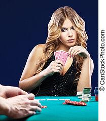 妇女, 怀疑, 在中, a, 卡片, 赌博, 比赛