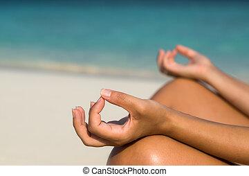 妇女, 海滩, 坐, 莲姿态