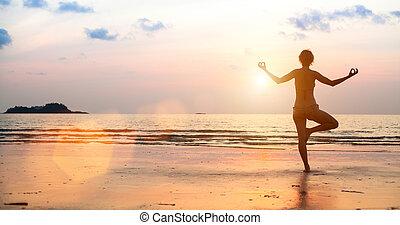 妇女, 瑜伽, 明亮, colors), 日落, 在期间, 海滩, (in