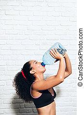 妇女, 运动员, 年轻, 水瓶子, 健身, 喝, 运动