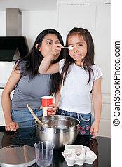 妈妈, 女儿, 厨房