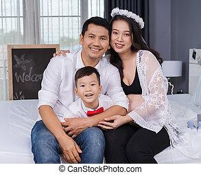 妊娠した, 幸せ, 息子, 父, 概念, 家族, ベッド, 母