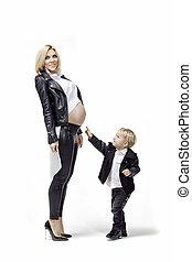 妊娠しているママ, 息子