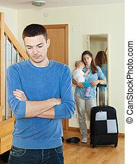 妻, に対して, 悲しい, スーツケース, 赤ん坊, 人