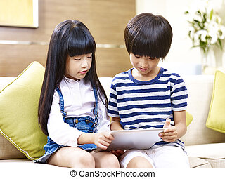 姉妹, タブレット, 使うこと, 兄弟, アジア人, デジタル, 家