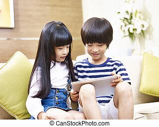 姉妹, タブレット, 兄弟, アジア人, デジタル, 使うこと