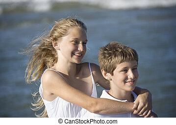 姉妹, 浜。, 兄弟, 抱き合う