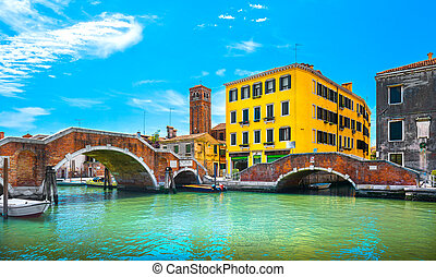 威尼斯, 水, 运河, 同时,, 双桥梁, 在中, cannaregio., italy.