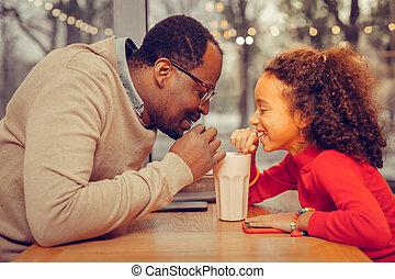 娘, カクテル, 父, 一緒に, 牛乳