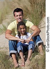 娘, モデル, &, 父, 女の子, 幸せ, 浜, 人