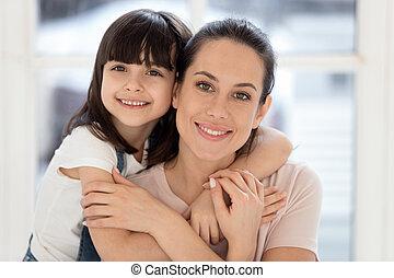 娘, 包含, 一緒に, 見る, 結び付き, カメラ, 母, 子供, 幸せ