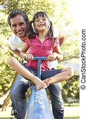娘, 父, 見なさい、, 運動場, 乗馬, 鋸