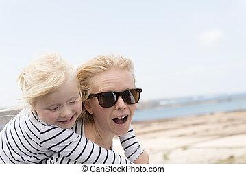 娘, 遊び, お母さん, 屋外で, 似合う, 衣服