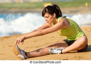 婦女伸展, 腿, 上, 海灘