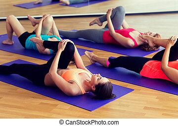 婦女的組, 伸展, 在, 體操