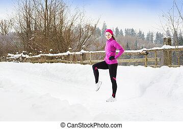 婦女跑, 在, 冬天