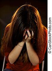 婦女, 以後, 哭泣, 濫用, 被嚇坏