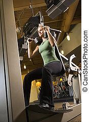 婦女, 使用, 練習, equipment.