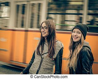婦女, 前面, 電車