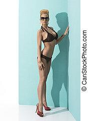 婦女, 在, 比基尼, 由于, 太陽鏡, 以及, 手, the, 腿