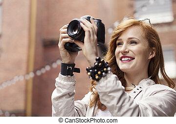婦女, 在, 白的襯衫, 拍照