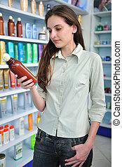 婦女, 在, 藥房, 購買, 香波