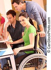 婦女, 在, 輪椅, 參加, 組, 會議