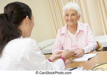 婦女, 在, doctor\\\'s, 辦公室, 微笑