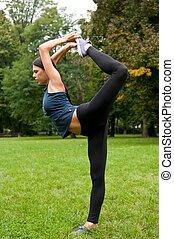婦女, 執行, 伸展, 以前, 運動, 在公園