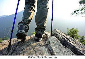 婦女, 徒步旅行者, 山, 站, 頂峰