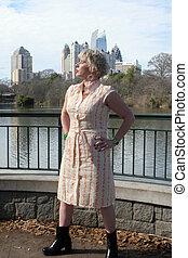 婦女, 所作, 湖, 在公園