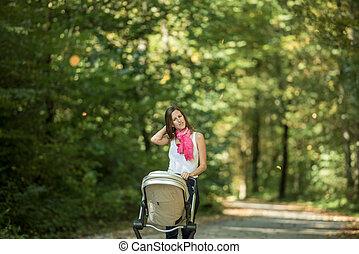 婦女, 推, 嬰儿車, 在公園