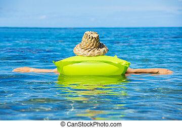 婦女, 浮動, 上, 木筏, 在, 熱帶, 海洋