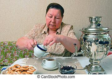 婦女, 海灣, 茶杯杯狀結構杯狀物, 俄國式茶炊