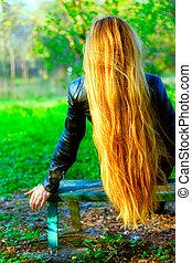 婦女, 由于, 惊人, 長的頭髮麤毛交織物