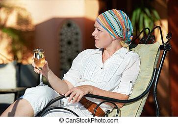 婦女, 由于, 杯酒, 在, 假期, 胜地