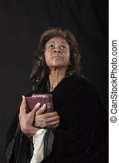 婦女, 由于, 聖經, 前面