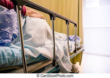 婦女, 病人, 躺, 上, a, 床, 在, a, 醫院房間