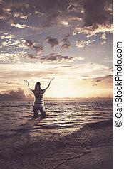 婦女, 稱讚, 在, the, 海洋