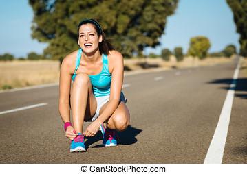 婦女, 系, sportshoes, 帶子, 為, 跑