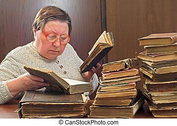 婦女, 老, 圖書館