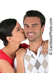 婦女, 親吻, 男朋友, 上, the, 面頰