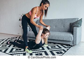 婦女, 适合, 測驗, 伸展, 背, 幫助, 家, 朋友