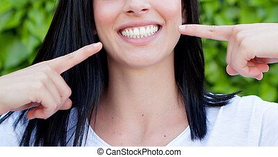 婦女, 顯示, 她, 完美的牙齒